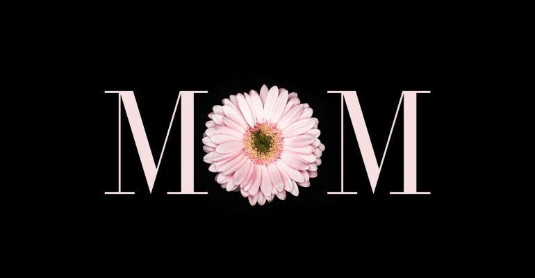 Word MOM With Letter O Represented By A Pink Flower